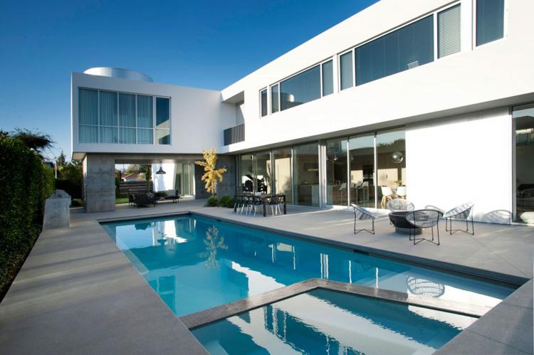 Chiêm ngưỡng vẻ đẹp của căn biệt thự sang trọng với hồ bơi xanh mát - 03