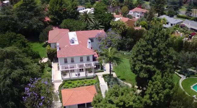Ngỡ ngàng với ngôi biệt thự của Angelina Jolie trị giá 25 triệu đô - 01