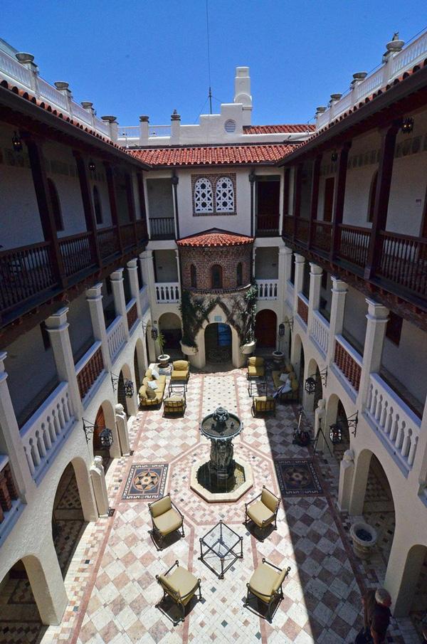 Biệt thự của Victoria Beckham tại Mỹ với phong cách Phục Hưng ấn tượng - 07