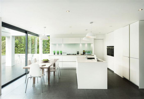 Mách bạn cách trang trí không gian bếp tối giản cho biệt thự