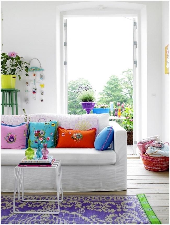 trang trí phòng khách bằng phụ kiện màu sắc