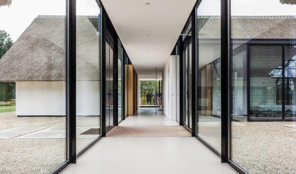 Không gian sống ngập sáng của biệt thự kính ở Hà Lan
