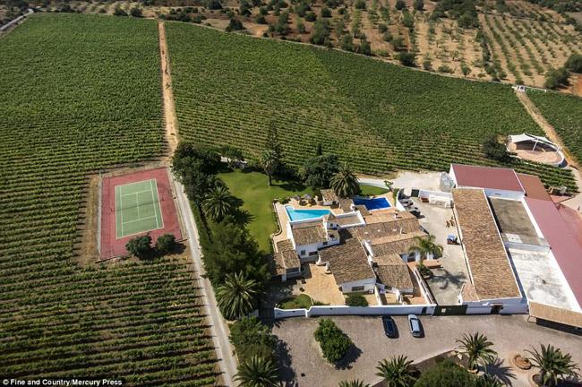 Ngắm biệt thự phong cách Địa Trung Hải trên khuôn viên 60.000m2