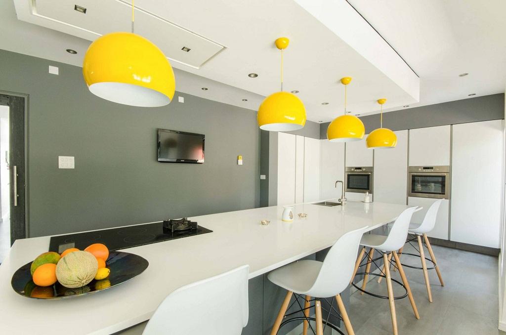 Thiết kế phòng bếp màu vàng chanh nổi bật ấn tượng - 15