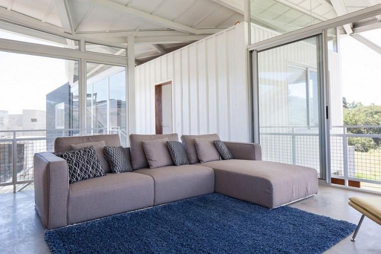Biệt thự nghỉ dưỡng với mái ngói độc lạ gây ấn tượng