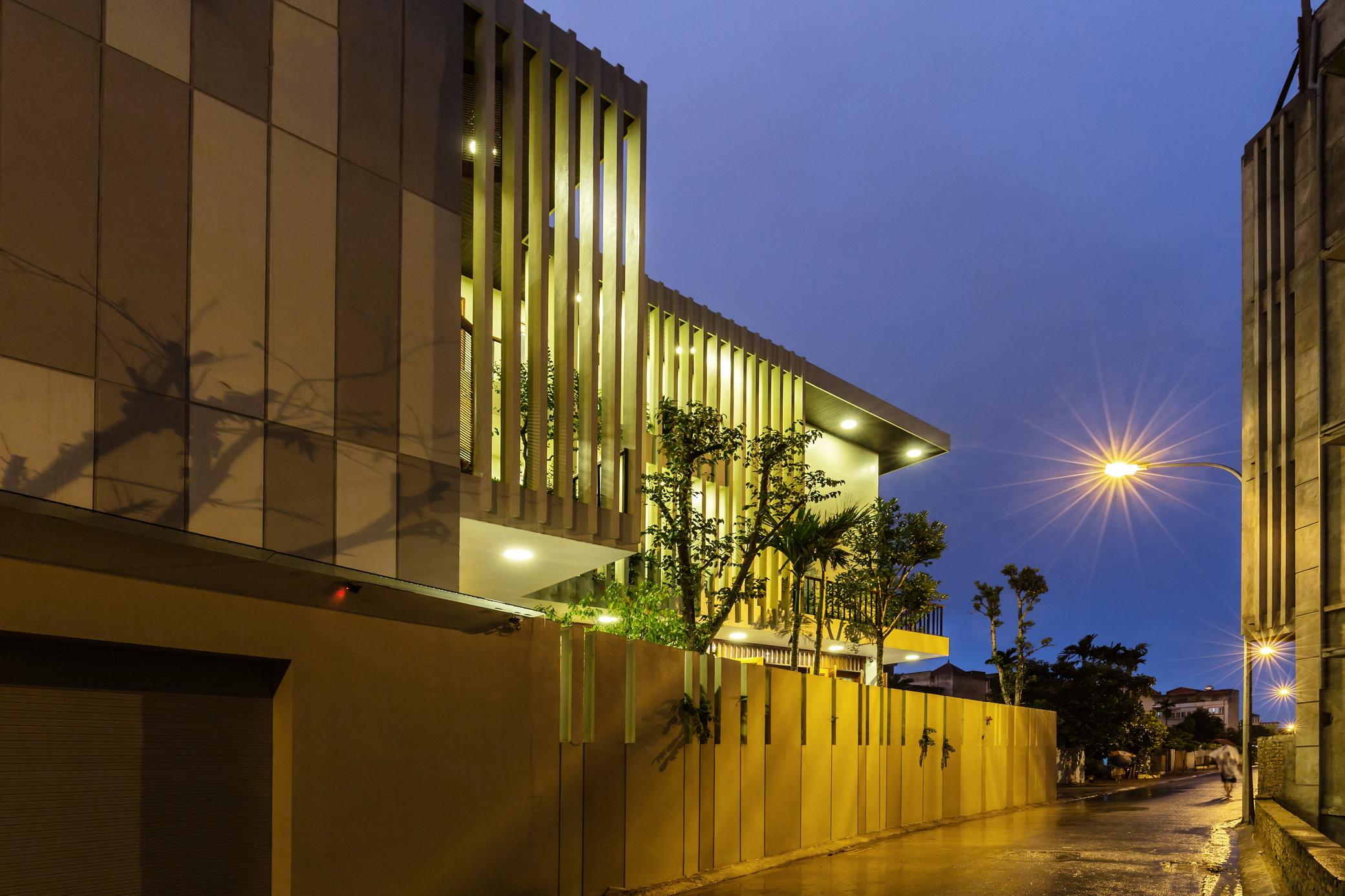 Biệt thự ba mặt tiền thiết kế sân vườn thoáng mát có khả năng điều chỉnh nhiệt độ