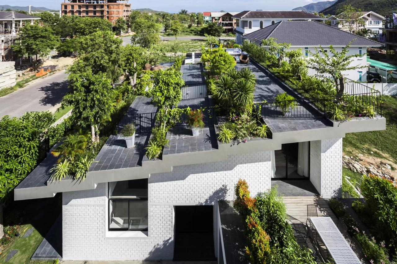Độc đáo căn biệt thự mái vườn bậc thang nổi bật ở Nha Trang
