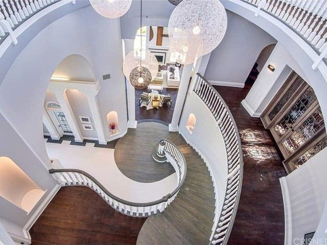 Ngỡ ngàng dinh thự cổ điển 6,9 triệu đô của hot youtuber Jack Paul