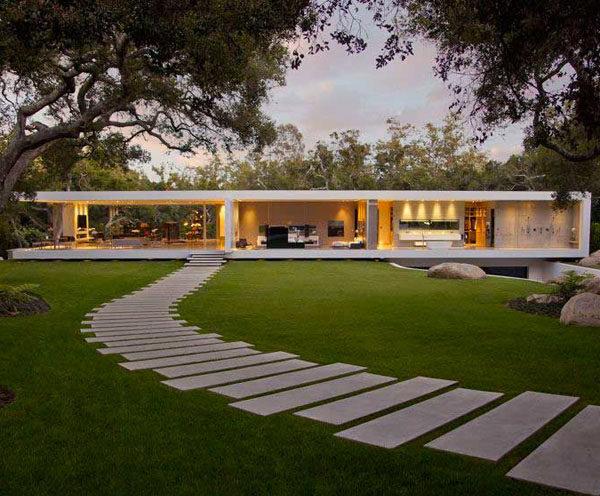 Biệt thự kính phong cách hiện đại để tất cả ánh sáng tràn vào nhà