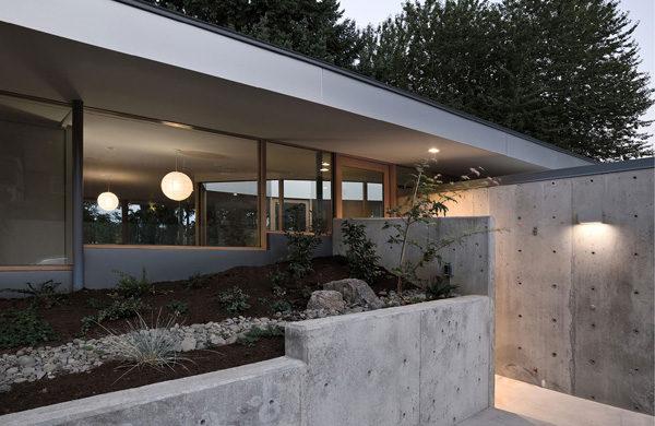 Biệt thự vườn vách bằng kính khiến gia chủ như sống cùng thiên nhiên
