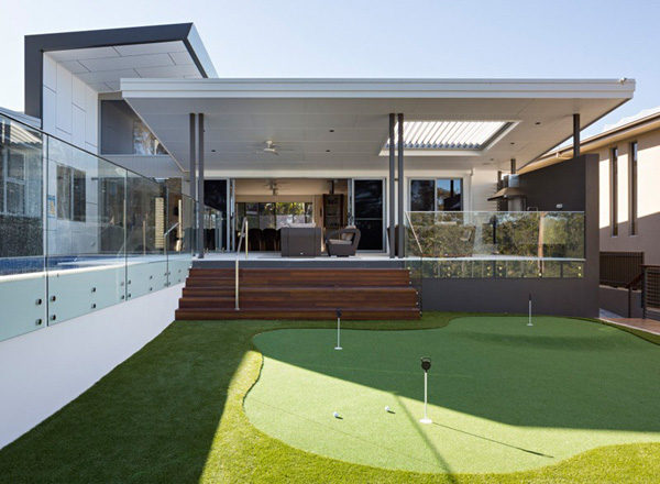 Biệt thự có sân golf mini tại sao không