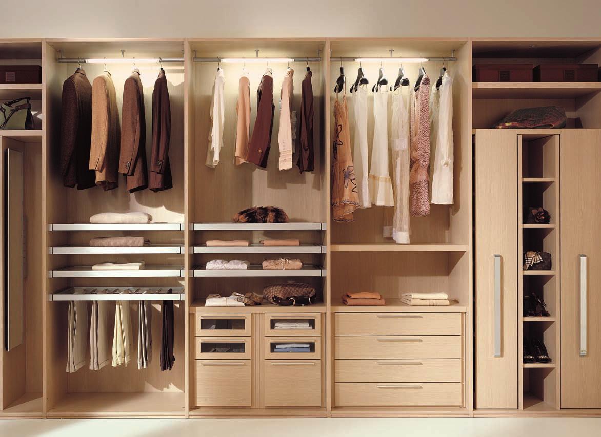 Xu hướng thiết kế tủ quần áo âm tường cho phòng ngủ biệt thự đẳng cấp