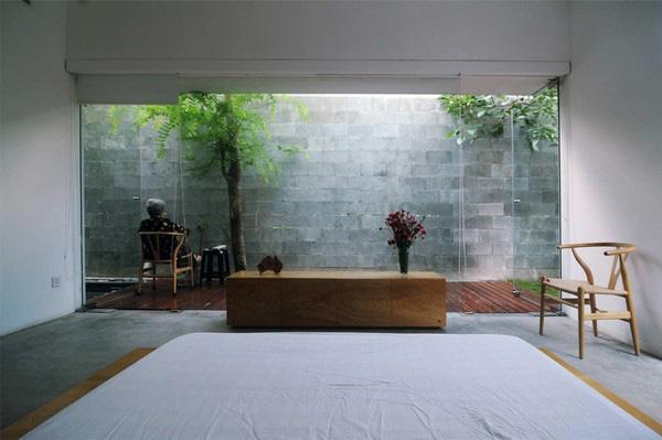 Bí quyết thiết kế giếng trời phía sau mẫu nhà biệt thự 2 tầng đơn giản đẹp