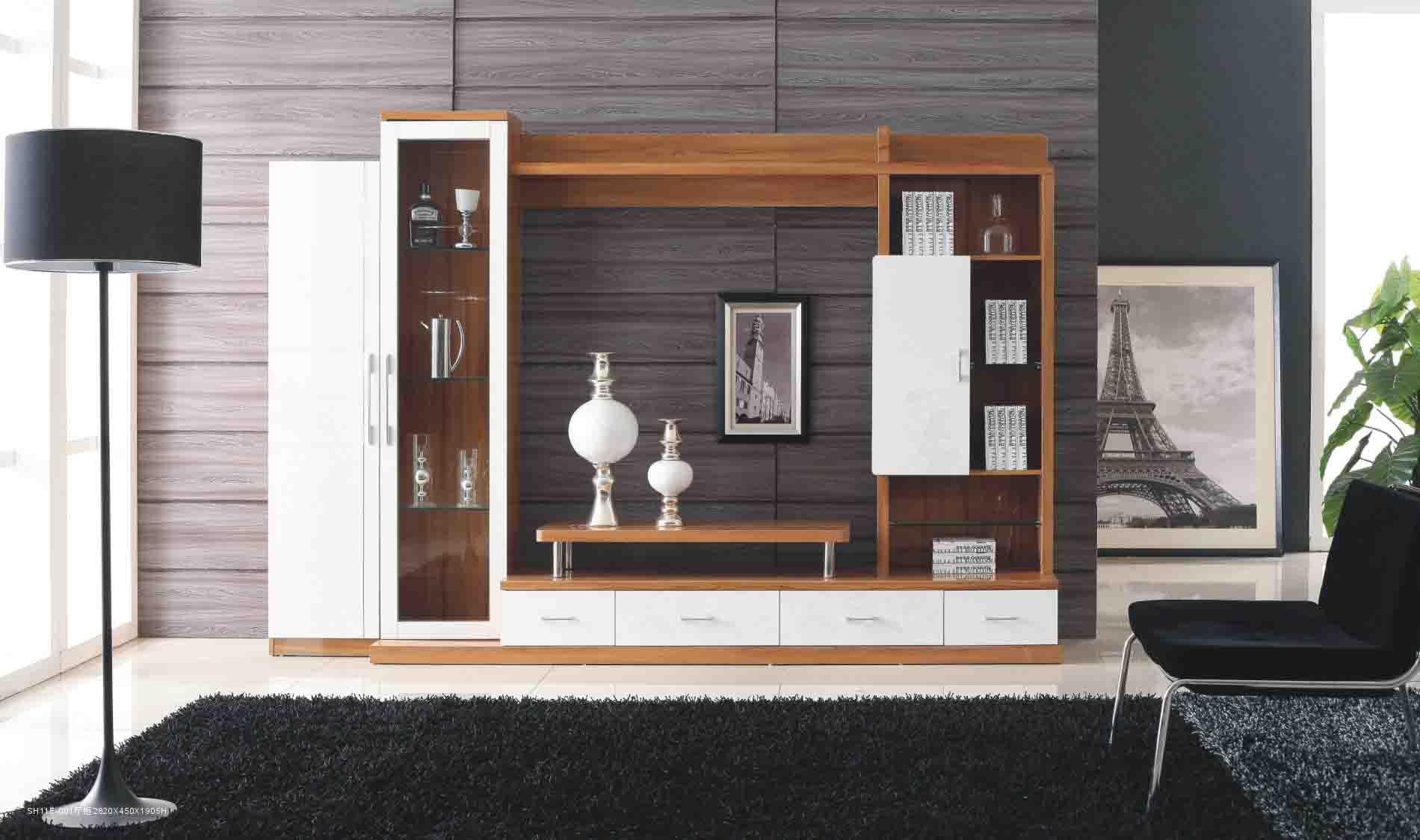 Tủ tường gỗ đẹp mắt khi kết hợp với vật dụng trang trí, tranh ảnh