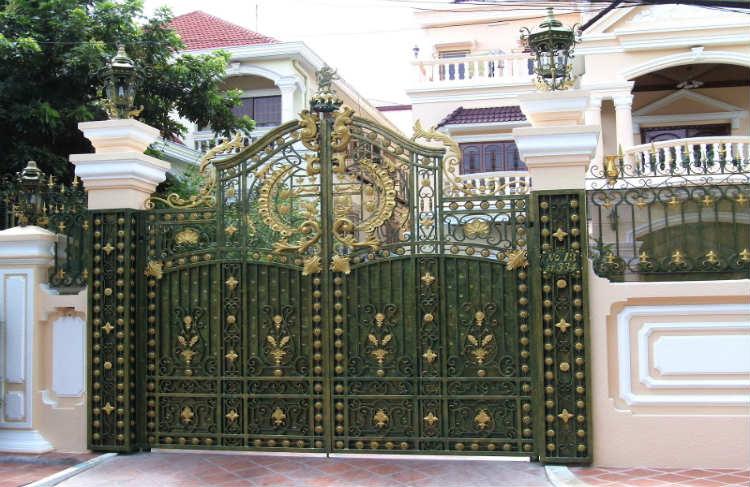 Bạn nhất định phải thiết kế đường vào nhà cân đối với cổng nhà biệt thự đẹp