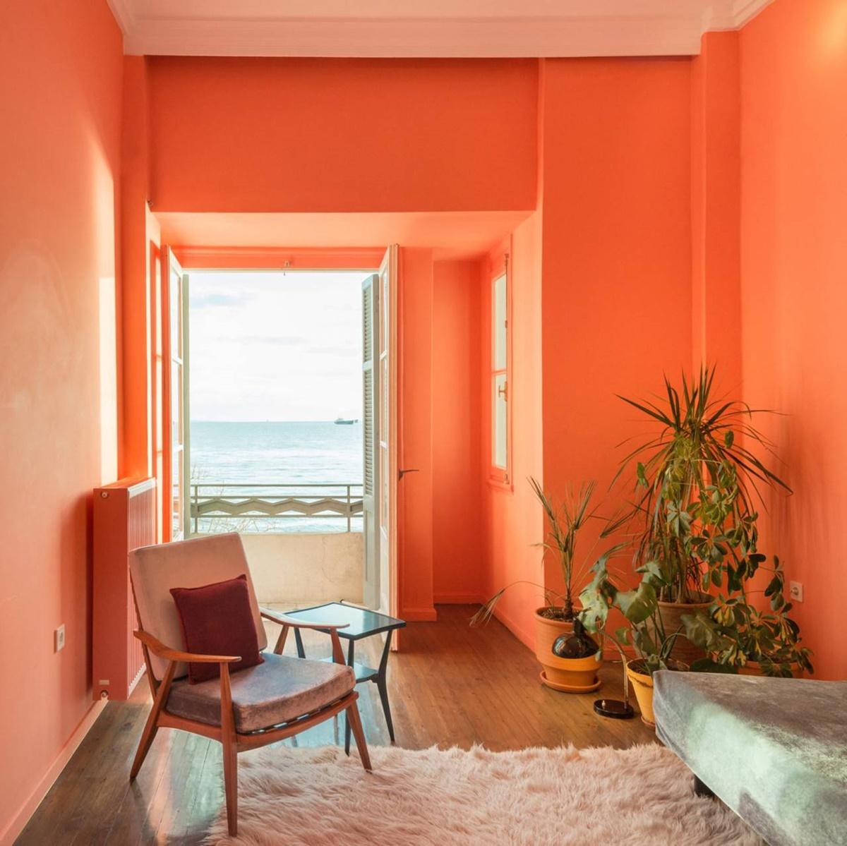Bạn sẽ tận hưởng một không gian sống thoải mái, dễ chịu với gam màu cam đất