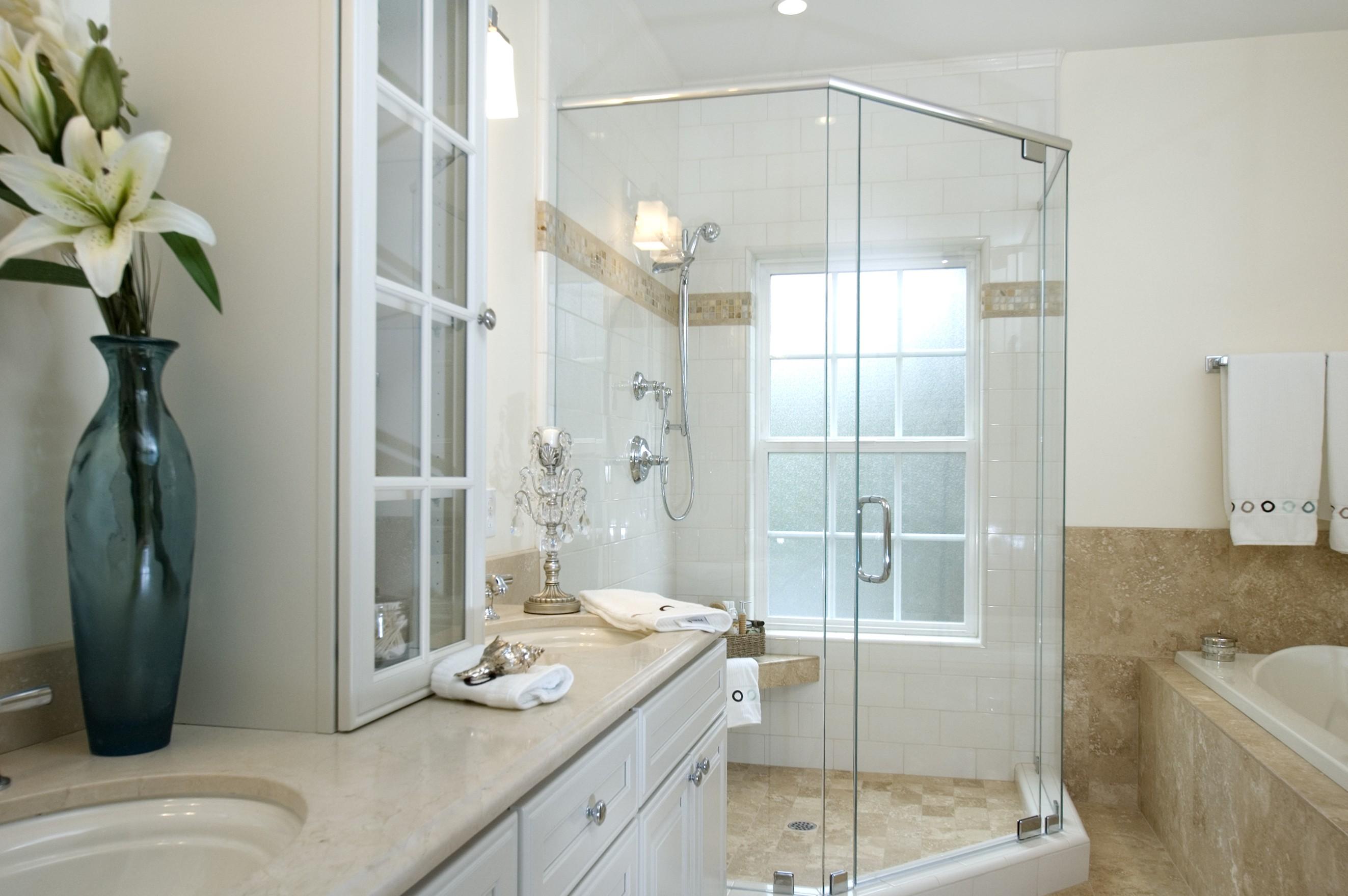 Gia chủ nên lựa chọn phong cách thiết kế hiện đại tối giản để tạo nên một không gian phòng tắm rộng rãi, thoải mái, dễ chịu