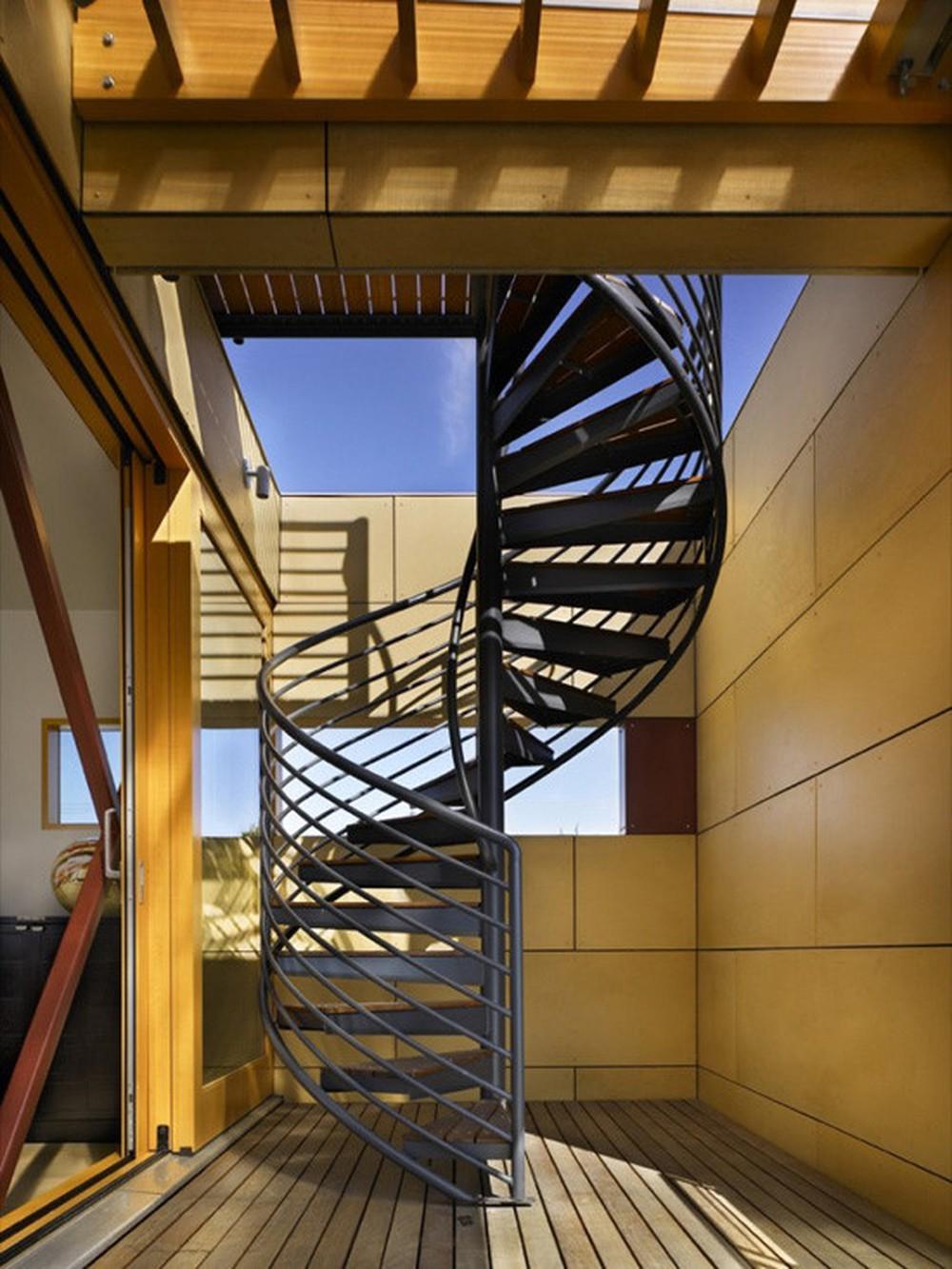 Đường kính của khoang cầu thang xoắn bằng sắt phải đạt từ 1,5m - 2m