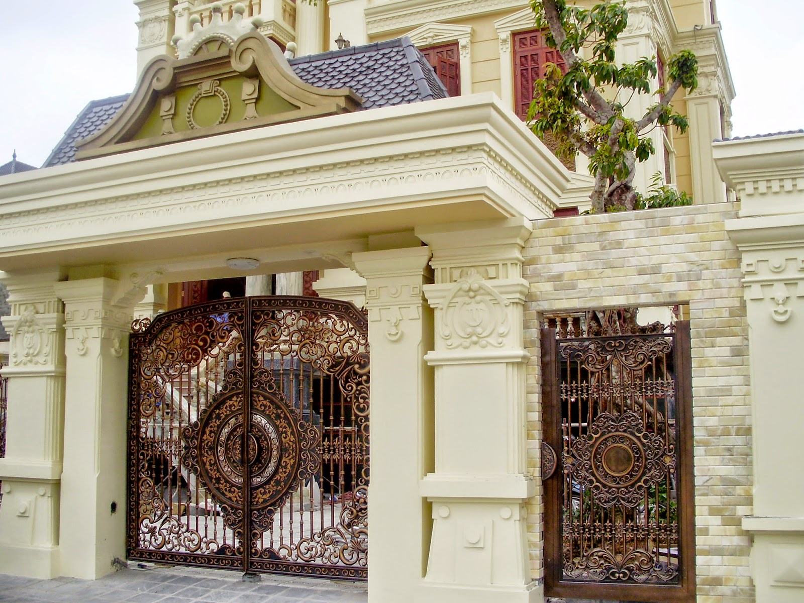 Thiết kế cổng nhà cần phải phù hợp và cân đối với kích thước tổng thể ngôi nhà