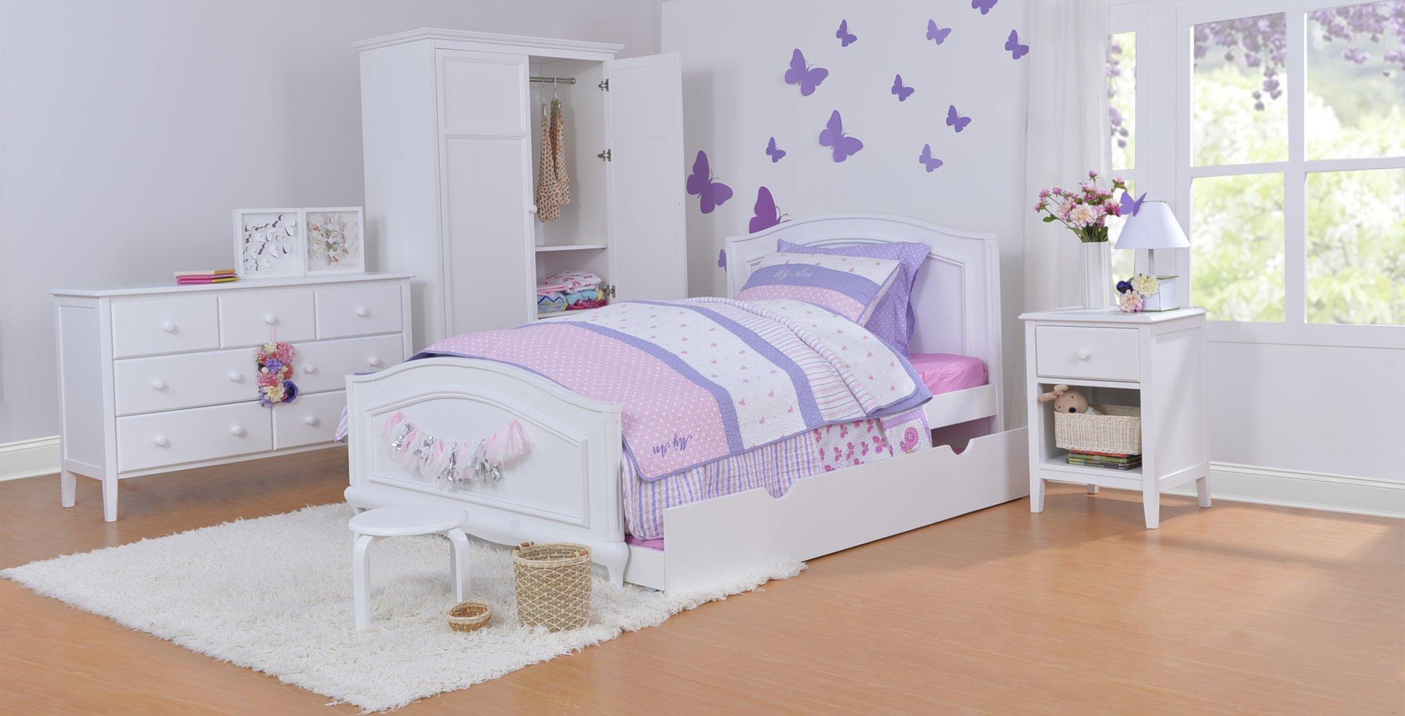 Nếu cô gái bé bỏng của bạn là một người yêu thích sự giản đơn, thuần khiết, bạn có thể chọn gam màu trắng để điểm tô cho không gian phòng ngủ