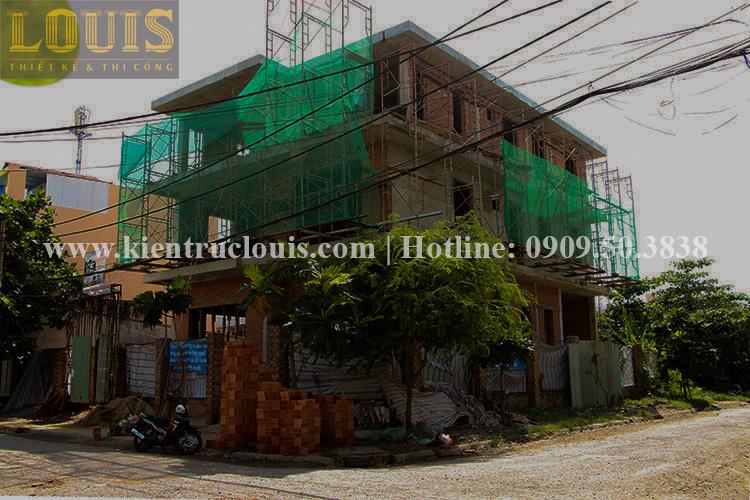 Thi công xây tường gạch ngăn biệt thự vườn 2 tầng ở Quận 8 - 1