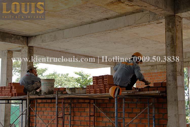 Thi công xây tường gạch ngăn biệt thự vườn 2 tầng ở Quận 8 - 12