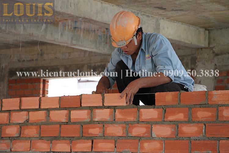 Thi công xây tường gạch ngăn biệt thự vườn 2 tầng ở Quận 8 - 13