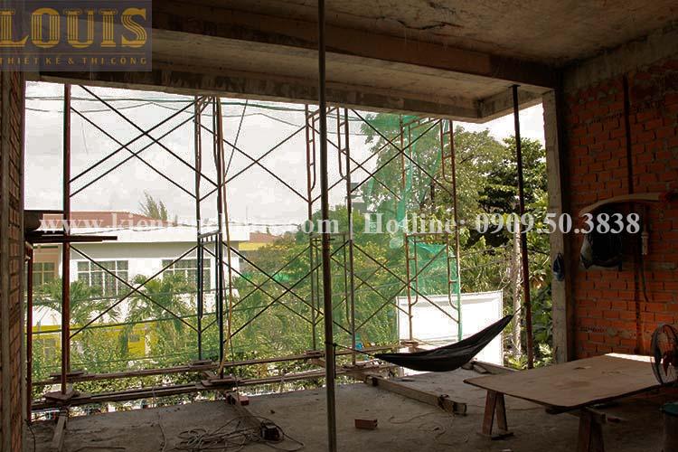 Thi công xây tường gạch ngăn biệt thự vườn 2 tầng ở Quận 8 - 7
